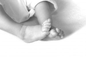 bw-baby-feet-1-1438028-1599x1066